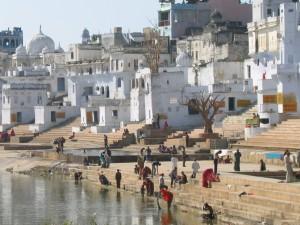 Hindus bei der rituellen Waschung